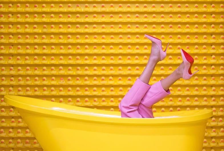 bathtub-fashion-feet-1630344-1